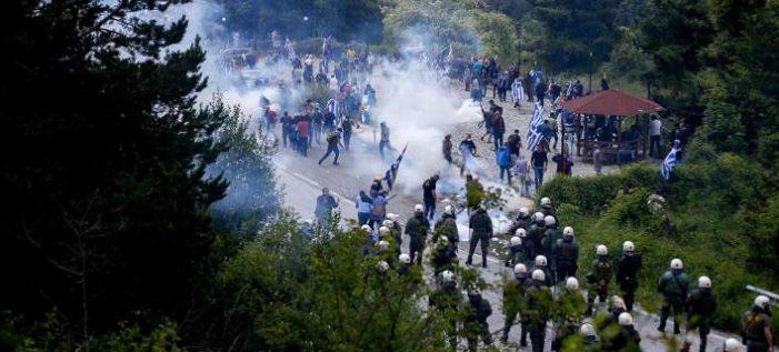 Πρέσπες: Επεισόδια, χημικά & τραυματίες στη συγκέντρωση κατά της συμφωνίας