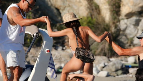 Emily Ratajkowski – Gigi Hadid: «Αναστάτωσαν» τη Μύκονο (εικόνες)