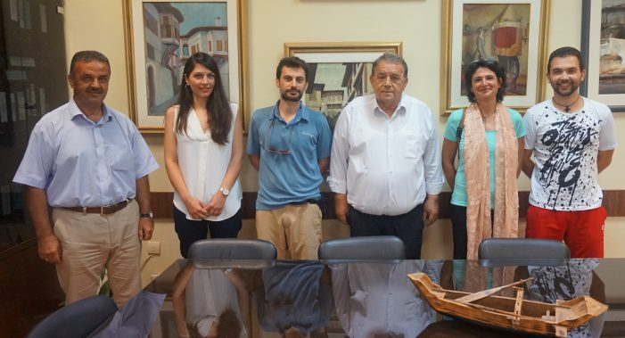 Μέλη της Ε.Ε.Ε.Π.Φ στον Δήμαρχο Καστοριάς