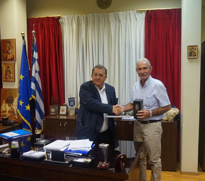 O Πρόεδρος και Εκπρόσωποι της Ένωσης Κοινοτήτων Λάρνακας Κύπρου επίσκεψη στον Δήμαρχο Καστοριάς