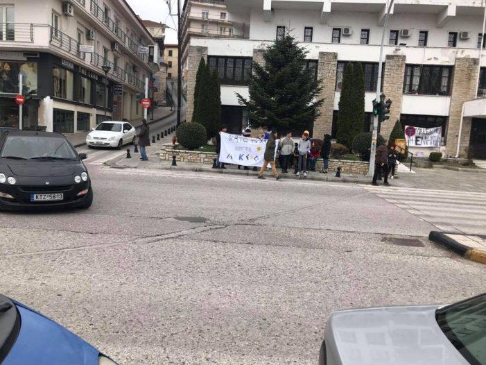 Καστοριά: Φωτογραφίες από την έναρξη της πορείας των μαθητών