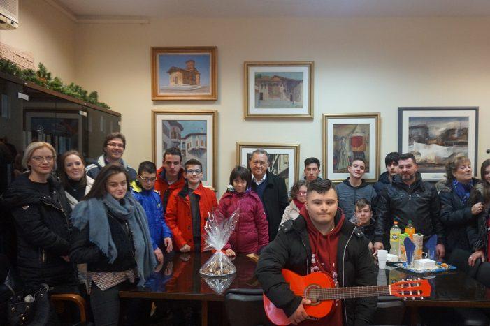 Κάλαντα στον Δήμαρχο Καστοριάς από Μουσικό και Επαγγελματικό Γυμνάσιο-Λύκειο