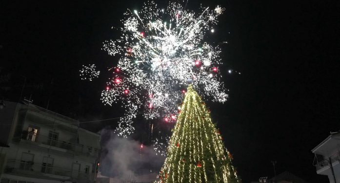 Άργος Ορεστικό: Το άναμμα του χριστουγεννιάτικου δέντρου (photos+video)