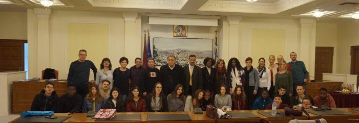 Υποδοχή εκπαιδευτικών και μαθητών ευρωπαϊκών σχολείων στο Δημαρχείο Καστοριάς