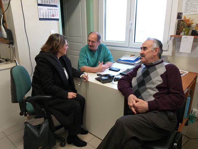 Επίσκεψη Ολυμπίας Τελιγιορίδου για τα κρούσματα γαστρεντερίτιδας στο Νοσοκομείο Καστοριάς.