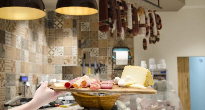 Νέο κατάστημα στην Καστοριά μας ταξιδεύει γευστικά