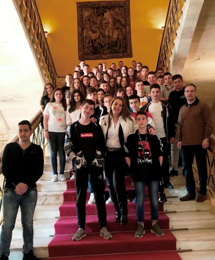 Οι μαθητές του 2ου Γυμνασίου Άργους Ορεστικό σε επίσκεψη τους στη Βουλή
