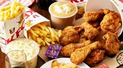 Έτρωγε τσάμπα στα KFC για ένα χρόνο λέγοντας οτι τον είχαν στείλει για να τσεκάρει την ποιότητα