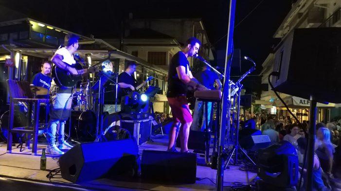 Συναυλία στον πεζόδρομο του Άργους Ορεστικού (φωτογραφίες)