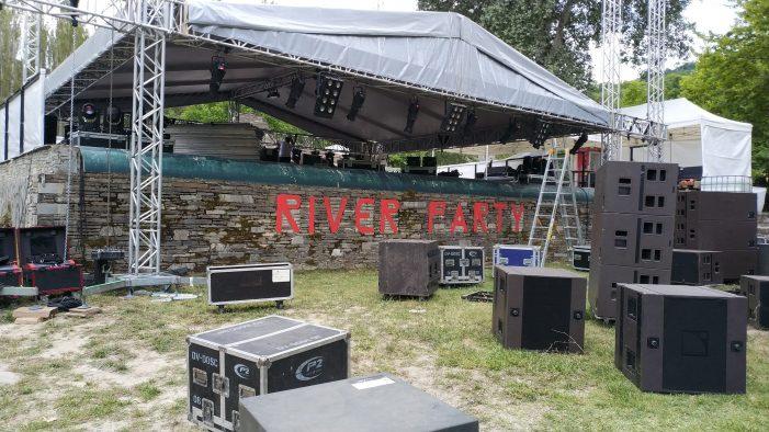 Η άφιξη στο River Party