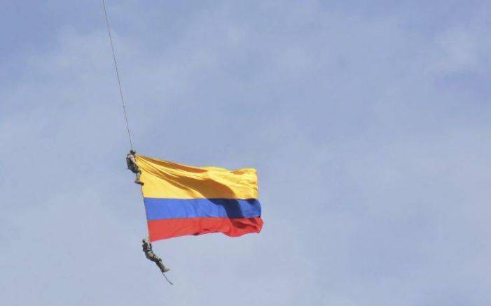 Σκοτώθηκαν υπαξιωματικοί σε αεροπορική επίδειξη στην Κολομβία (video)