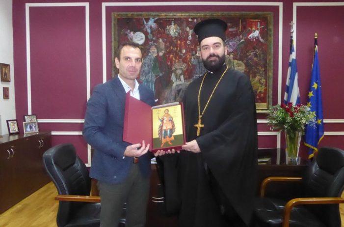 Επίσκεψη του Αρχιμανδρίτη π. Αγαθάγγελου στον Δήμαρχο Καστοριάς