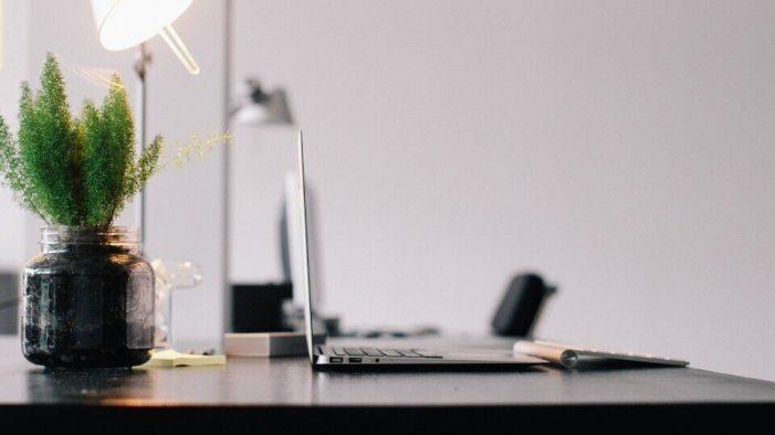 4 τρόποι να οργανώσεις το γραφείο και να αυξήσεις τη συγκέντρωσή σου