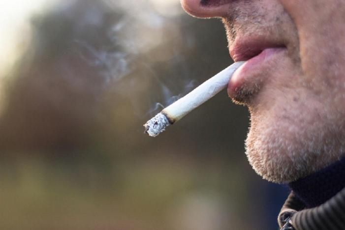«Πόλεμος» για τις λέσχες καπνιστών-«Κανένα παράθυρο δε θα γίνει αποδεκτό»
