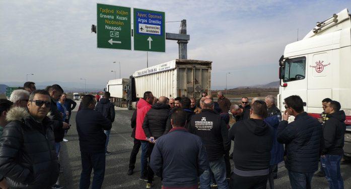 Κινητοποιήσεις εργαζομένων ΛΑΡΚΟ: Συμβολικός αποκλεισμός κόμβου Άργους Ορεστικού (pics & vid)