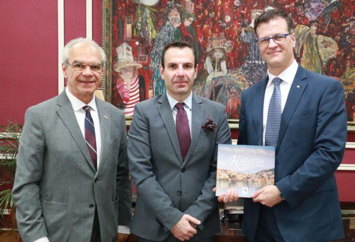 Εθιμοτυπική επίσκεψη του Πρέσβη του Καναδά στον Δήμαρχο Καστοριάς