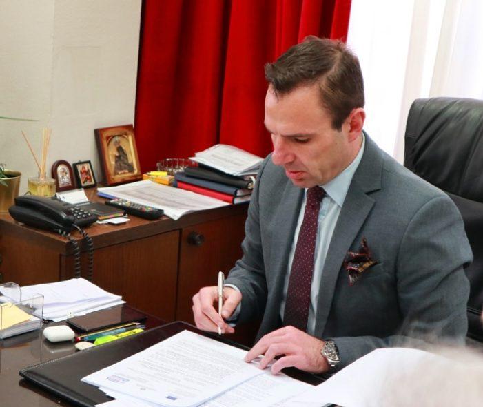 Υπογράφηκε η σύμβαση και ξεκινά άμεσα η αντικατάσταση του εσωτερικού δικτύου ύδρευσης πόλης Καστοριάς