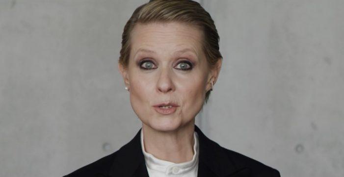 Σίνθια Νίξον: Το viral video «Be a Lady, They Said»