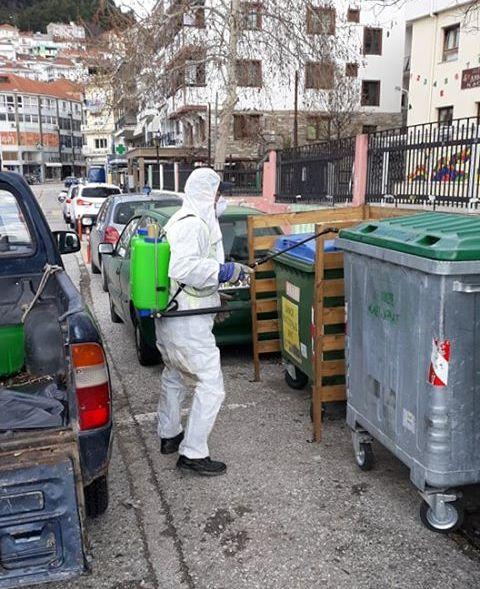 Συνεργεία του Δήμου Καστοριάς απολυμαίνουν κοινόχρηστους χώρους