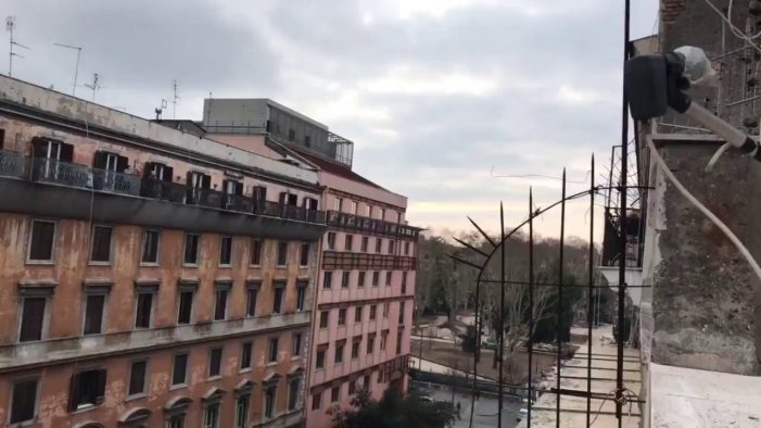 Οι Ιταλοί τραγουδούν Bella Ciao από τα μπαλκόνια (video)
