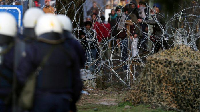 Έβρος: Οι ελληνικές δυνάμεις «απέκρουσαν» πάνω από 5.000 μετανάστες σε ένα 24ωρο