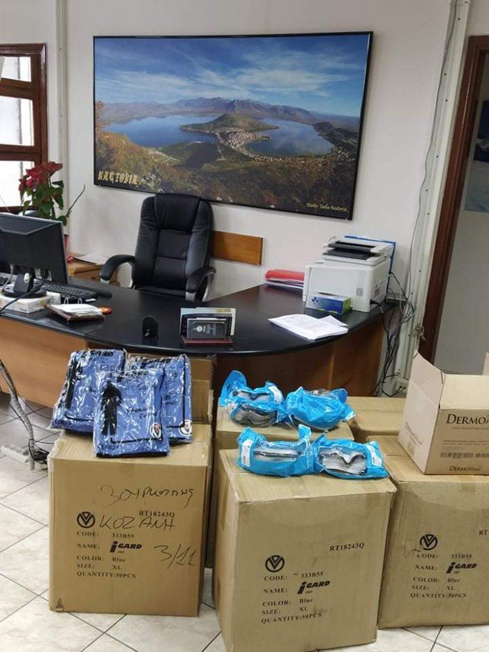 300 στολές και Προστατευτικά γυαλιά  παραδόθηκαν στο Νοσοκομείο από την Περιφερειακή Ενότητα Καστοριάς
