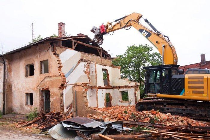 Στην αντιμετώπιση των προβλημάτων που δημιουργούνται με τα επικίνδυνα ετοιμόρροπα κτίσματα προχωρά ο Δήμος Καστοριάς