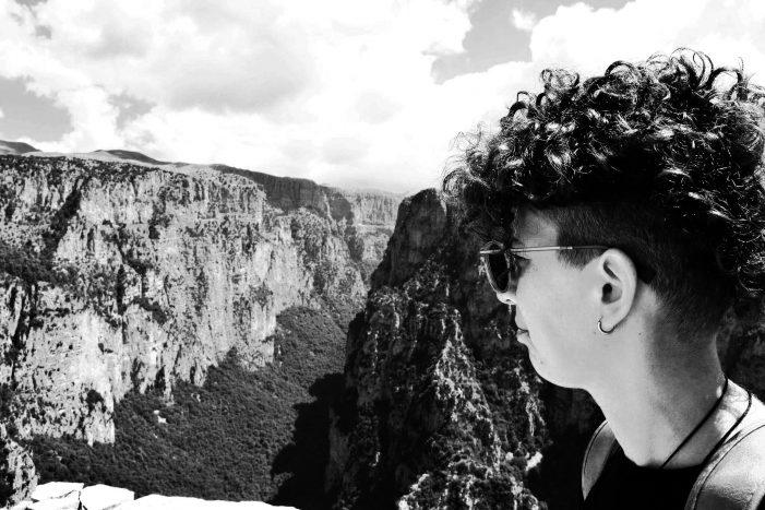 Βάσω Λιάλη: Τραγουδά στο Δάσος του Άργους Ορεστικού (video)
