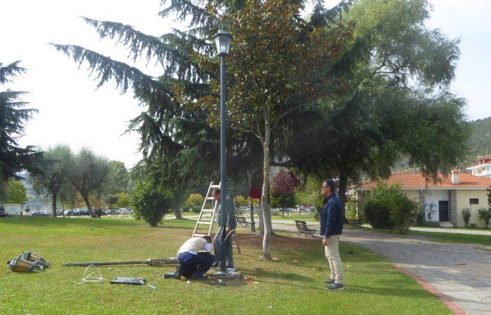 Καστοριά: Αντικατάσταση κατεστραμμένων φωτιστικών στο Πάρκο Ολυμπιακής Φλόγας