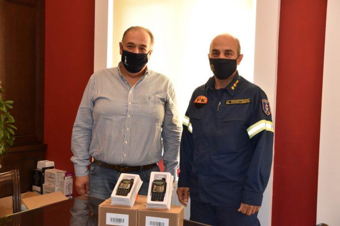Δωρεά 30 φορητών πομποδεκτών στην Πυροσβεστική Υπηρεσία Καστοριάς από τον Δήμο Άργους Ορεστικού
