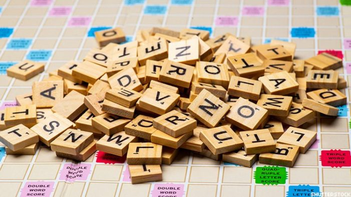 Scrabble: Η ιστορία του παιχνιδιού που φτιάχτηκε από έναν άνεργο και απορρίφθηκε από όλες τις εταιρείες
