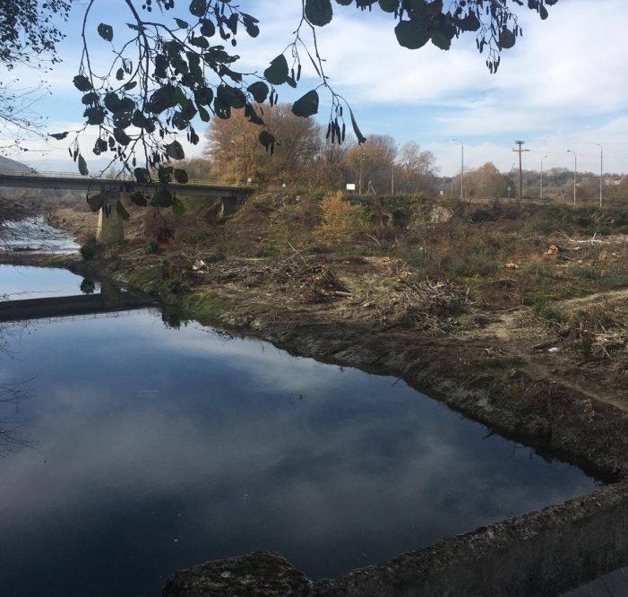 Δήμος Άργους Ορεστικού: Οι κάτοικοι μπορούν να συλλέξουν τα υπολείμματα των υλοτομιών από το παραποτάμιο δάσος