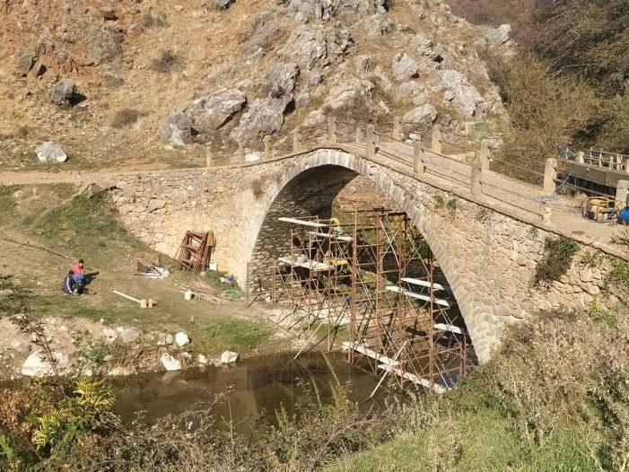 10.000 € για Εργασίες Συντήρησης του Πέτρινου Γεφυριού της Κορομηλιάς από την Π.Ε. Καστοριάς.