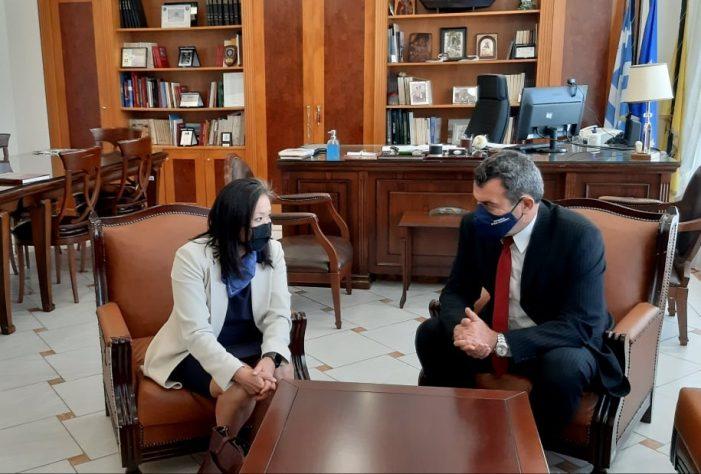 Εθιμοτυπική Επίσκεψη της Γενική Προξένου των ΗΠΑ Elizabeth K. Lee στον Αντιπεριφερειάρχη Καστοριάς