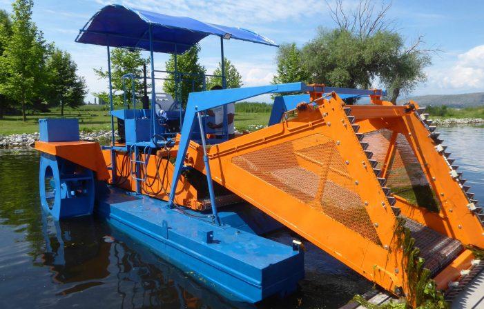 Το μηχάνημα της λίμνης έγινε σαν καινούργιο και ξαναπλέει στη λίμνη
