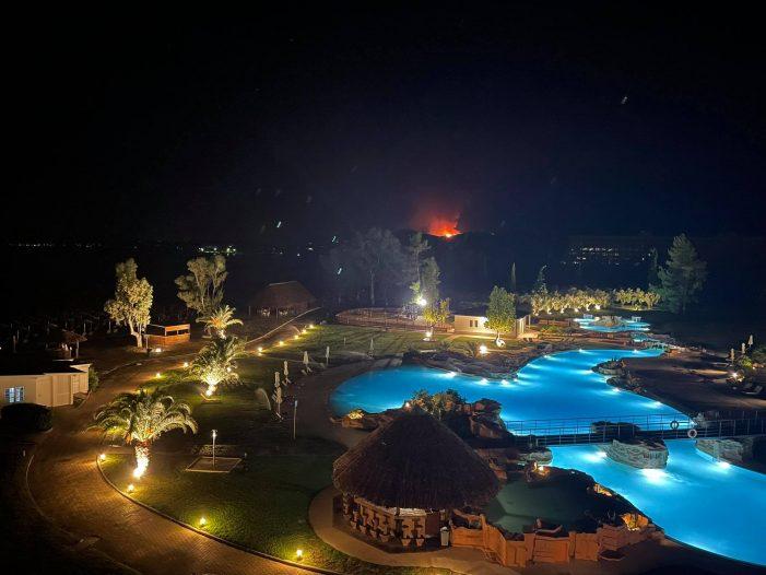 Νεός Μαρμαράς: Κεραυνός προκάλεσε φωτιά (Φωτογραφίες)