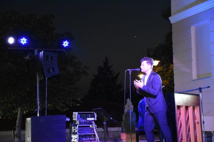 Μάγεψε το κοινό ο Σταύρος Σαλαμπασόπουλος στο Άργος Ορεστικό