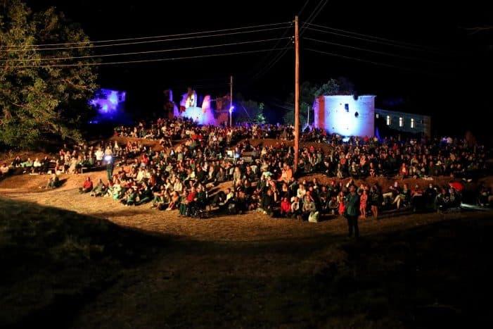 Μαγευτική αυλαία για τις εκδηλώσεις του Αυγούστου του Δήμου Καστοριάς
