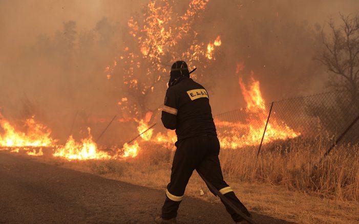 Φωτιά στην Βαρυμπόμπη: Δραματικές ώρες, τεράστια καταστροφή