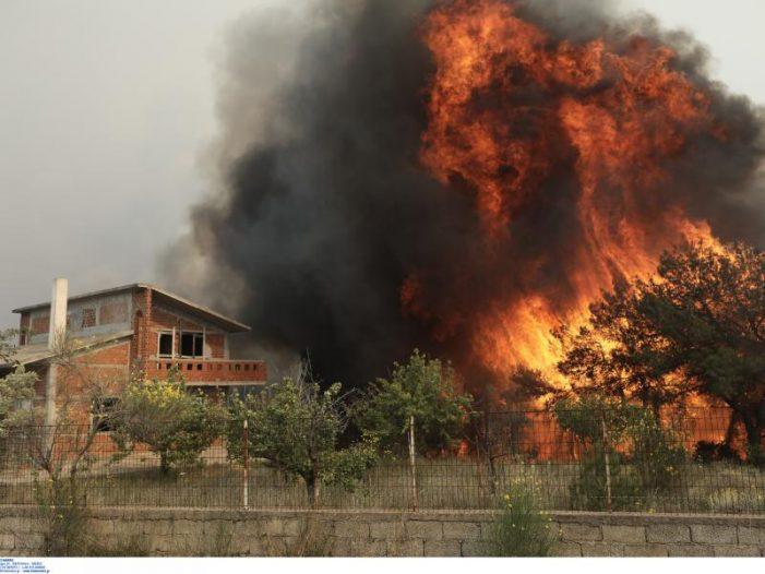 Φωτιά στη Γορτυνία: Εκκενώνονται Λιβαδάκι και Καπελλίτσα